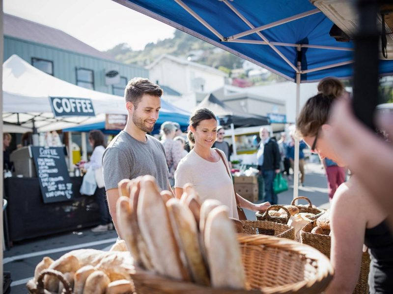 Man and woman looking at freshly baked bread at Kerikeri Packhouse Markets